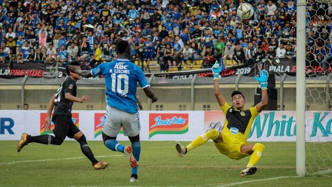Persib Bandung bermain imbang 1-1 melawan PS Tira Persikabo dalam laga tunda pekan kedua di Stadion Si Jalak Harupat, Soreang, Kabupaten Bandung.