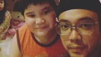 <p>Di tengah kesibukannya, Sandy mengatakan kalau menyempatkan waktu bersama anak laki-lakinya menjadi mood booster agar tetap semangat. (Foto:Instagram @sandy_tumiwa82)</p>