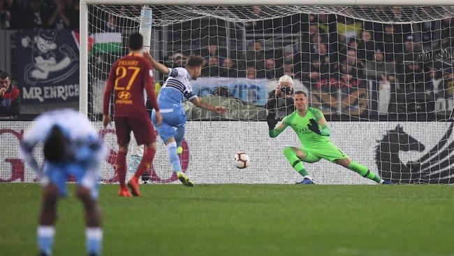 Derby della capitale di Stadion Olimpico, Minggu (3/3) dini hari, berakhir dengan kemenangan tiga gol tanpa balas Lazio atas AS Roma.