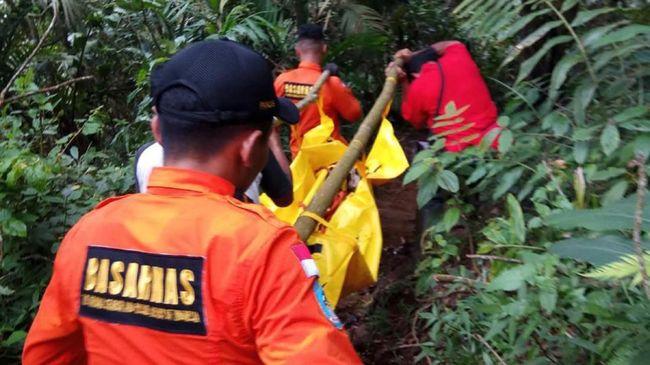 Data dari Pos Jaga Narimbang serta sepeda motor korban menunjukkan data-data awal bahwa pendaki yang tewas di Gunung Tampomas berasal dari Indramayu.
