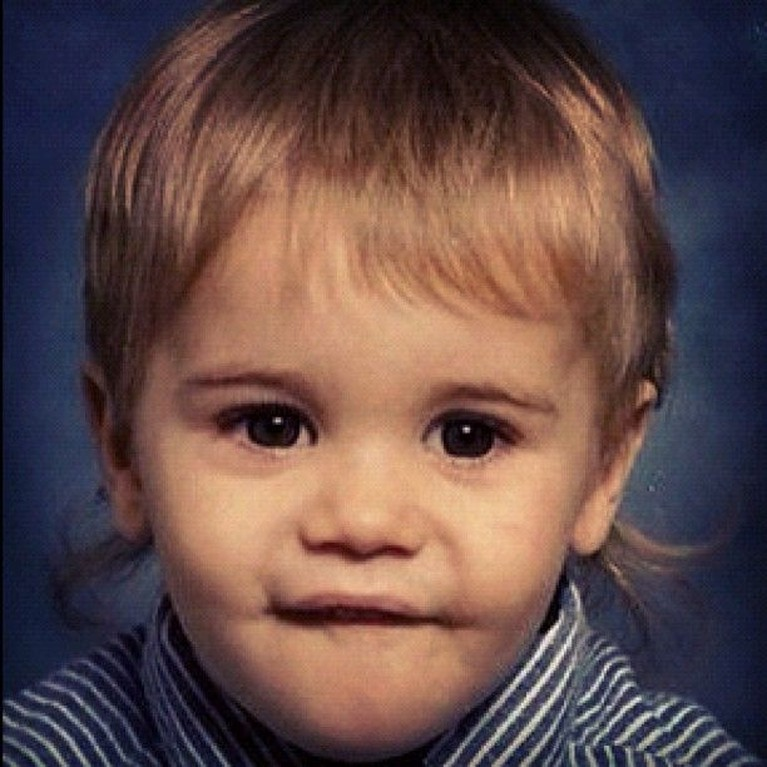 Justin Bieber saat masih balita terlihat menggemaskan. Tak terasa kini penyanyi asal Kanada itu sudah menginjak usia 25 tahun.