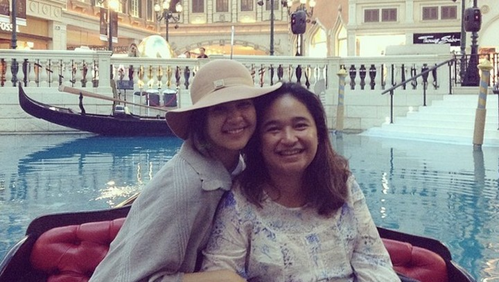 <p>Semasa hidupnya, sang ibunda sering liburan dengan Mikha Tambayong ke luar negeri. (Foto: Instagram/miktambayong)</p>