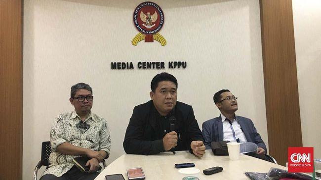 KPPU melihat terdapat indikasi persaingan usaha yang tak sehat pada bisnis angkutan online tercermin dari hengkangnya Uber dari Indonesia.