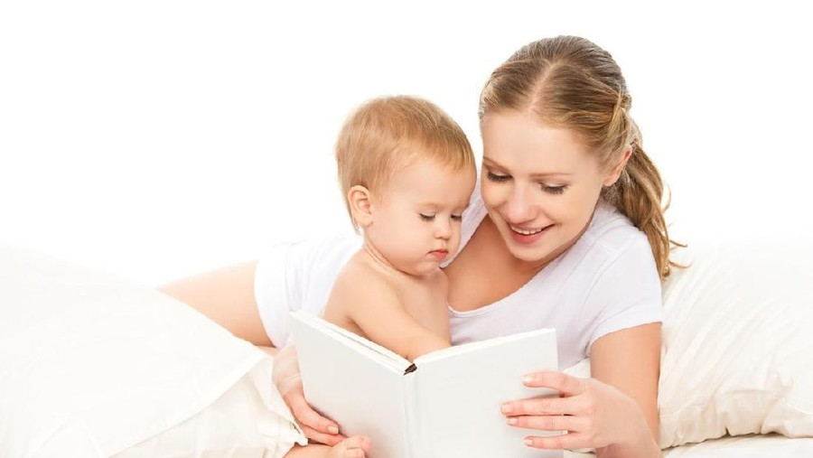 Bun, Tak Ada Kata Terlambat Tanamkan Cinta Baca Buku pada Anak