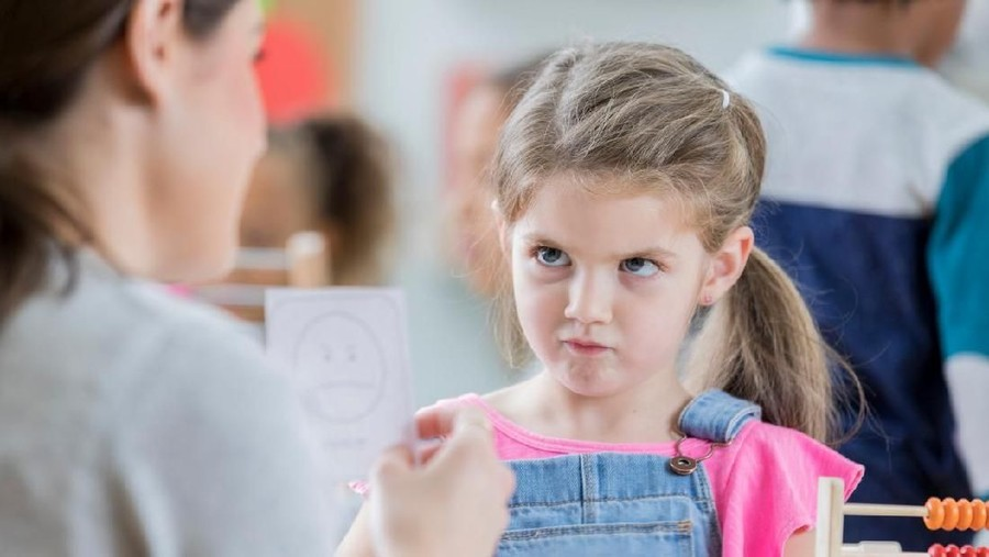Mengajari Anak Kelola Emosi, Bermanfaat dalam Kesuksesan Kariernya?