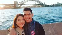 <p>Selain ke negara-negara Eropa, Dian dan Indra juga menghabiskan waktu liburan ke Australia. Dian dan suaminya berkunjung ke Sidney Opera House. (Foto: Instagram @therealdisastr)</p>
