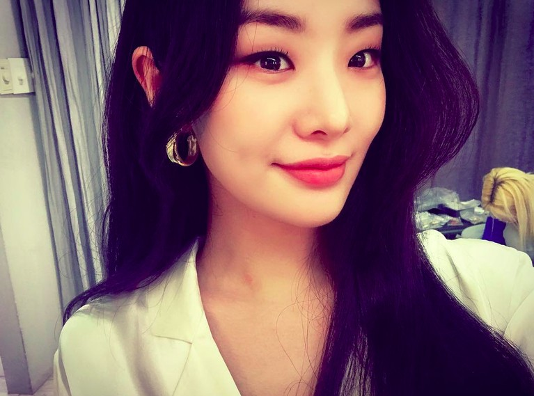 Sosok Stephanie Lee mulai dikenal sejak terlibat di drama SBS bertajuk Yong Pal. Dalam drama yang juga dibintangi Kim Tae Hee ini, Lee berperan sebagai Cynthia Park.