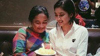 <p>Sang ibunda menanamkan agama dan iman kepada Mikha Tambayong sejak pesinetron itu masih kecil. (Foto: Instagram/miktambayong)</p>