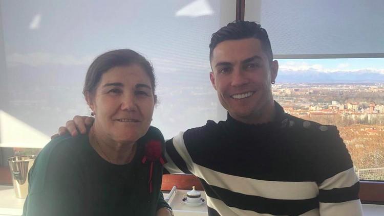 Ibunda Cristiano Ronaldo kembali kena kanker payudara setelah sebelumnya didiagnosis pada 2007. Dukungan pun tak henti diberi pesepakbola asal Portugal itu.