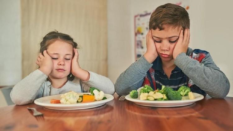 Ternyata mengajari si kecil suka makan sayur dimulai sejak pertama pemberian MPASI, Bun. Selain itu, masih banyak cara yang bisa dicoba nih.