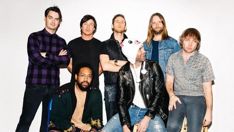 Maroon 5 batal konser di ICE BSD, Tangerang, pada 2015 lalu karena tanggal konser mereka jatuh di satu hari setelah Idul Adha. Mereka pun membatalkan konser untuk menghormati umat Islam.