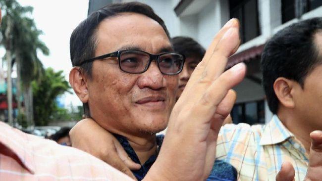 Politikus Demokrat Andi Arief menyebut kader PDIP Ruhut Sitompul pernah mengupayakan diri agar mengisi jabatan KSP menggantikan Moeldoko.