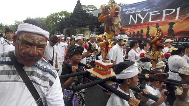 Upacara Tawur Agung Kesanga dilaksanakan umat Hindu di berbagai lokasi di Indonesia sebelum menyambut Hari Raya Nyepi Tahun Baru Saka 1941.