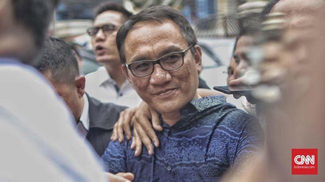 Pengurus Demokrat Andi Arief mengaku heran nomor lama Telkom milinya yang sudah tidak aktif bisa menyebarkan hoaks ihwal dukungan terhadap Kongres Luar Biasa.