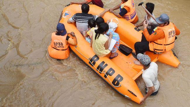 BPBD DIY menyebut pencarian siswa SMPN 1 Turi yang terseret arus Sungai Sempor terkendala oleh keterbatasan lampu penerangan.