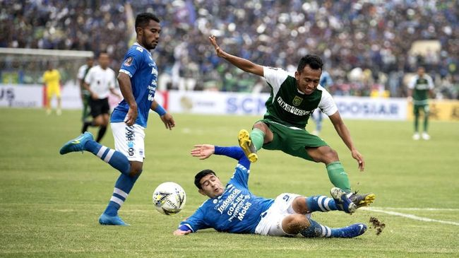 Gelandang Persib Bandung, Esteban Vizcarra, bakal menepi selama dua bulan setelah menjalani operasi lutut pada 28 Maret lalu.