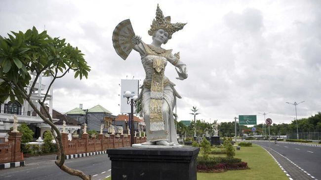 Pemerintah rencananya akan mengirim 25 persen ASN di tujuh kementerian/lembaga di bawah Kemenko marves untuk bekerja dari Bali atau work from Bali.