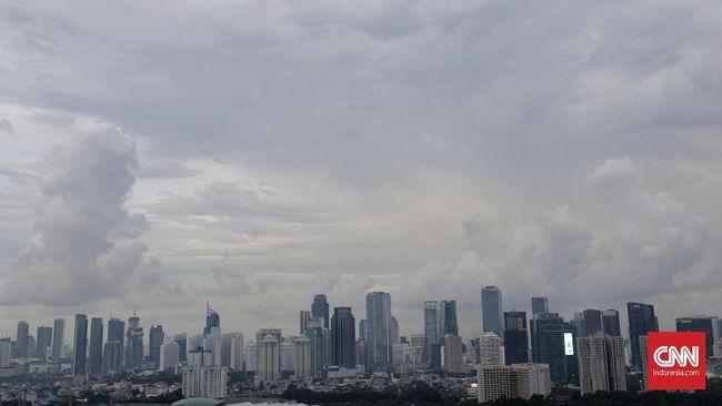 Jakarta menjadi kota dengan polusi terburuk nomor tiga di dunia setelah Santiago, Chile dan Chongqing, China pada Rabu (3/7).