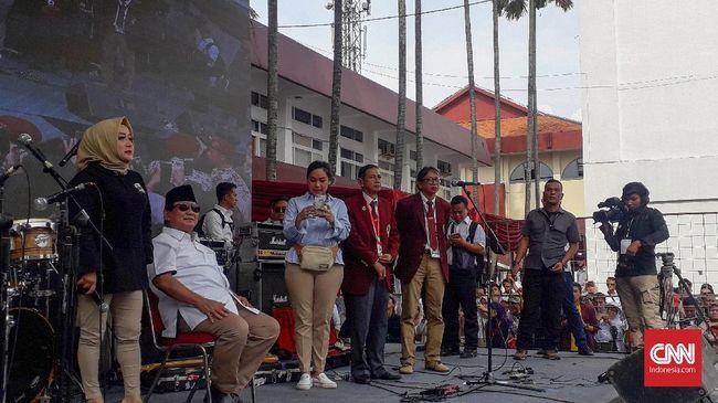 Prabowo Subianto menolak ajakan bernyanyi selawat dengan penyanyi Nisa Sabyan saat bertemu pendukungnya di Bandung. Prabowo berdalih suaranya jelek.