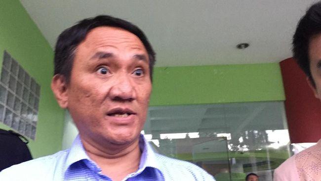 Politikus Demokrat Andi Arief mengatakan pihaknya siap melawan Yusril Ihza Mahendra yang mendampingi kader pecatan menggugat AD/ART Demokrat ke MA.