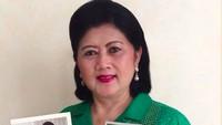 <p>Sosok Ani Yudhoyono sangat inspiratif bagi masyarakat di Indonesia. Selama menjabat menjadi ibu negara, berbagai kegiatan sosial dan hobi fotografi adalah hal yang melekat pada Ani. Sebagai sosok yang inspiratif, membuatnya menerima banyak doa saat jatuh sakit. (Foto: Instagram @aniyudhoyono)</p>