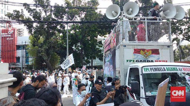 Sejumlah tokoh seperti Sabri Lubis dan Munarman mendeklarasikan Front Persatuan Islam setelah FPI dilarang oleh pemerintah.