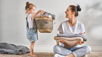 Latih Anak Jadi Sosok Penolong Sejak Dini Yuk, Bun