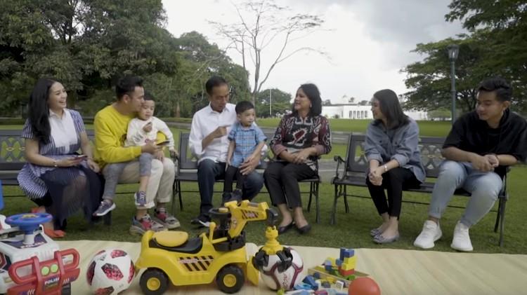 Rafathar dan Jan Ethes, para balita favorit netizen akhirnya saling bertemu untuk pertama kali. Seperti apa momen menggemaskannya?