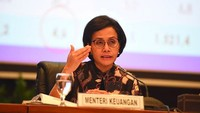 <p>Sri Mulyani merupakan sosok wanita inspiratif kebanggan rakyat Indonesia. Setelah menjabat sebagai salah satu direktur Bank Dunia, ia memilih pulang kampung dan menjadi Menteri Keuangan. Di 2014, Sri Mulyani pernah masuk ke peringkat 24 wanita paling kuat Forbes. (Foto: Instagram @smindrawati)</p>