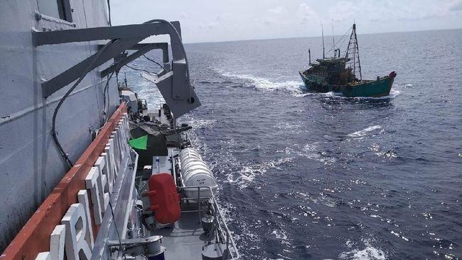 Kapal berbendera Vietnam ditangkap setelah mencuri ikan di Natuna Utara menggunakan alat tangkap trawl.