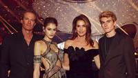 <p>Presley dan Kaia mengikuti jejak karier sang ibu yakni sama-sama menjadi model. (Foto: Instagram @cindycrawford)</p>