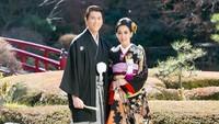 """<p>Pada Sabtu (9/3/2019) kemarin, Syahrini memamerkan foto bersama Reino saat keduanya serasi mengenakan kimono. """"<em>And We Created You In Pairs</em>, Al-Qur'an 78:8,"""" tulis Syahrini dalam keterangan foto ini. (Foto: Instagram @princessyahrini)</p>"""