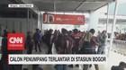 Calon Penumpang Terlantar di Stasiun Bogor