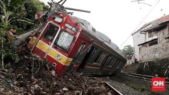 Perjalanan kereta rel listrik (KRL) dari dan ke Bogor berangsur normal. Perbaikan sejumlah prasarana yang rusak akibat peristiwa anjloknya KRL, telah selesai.