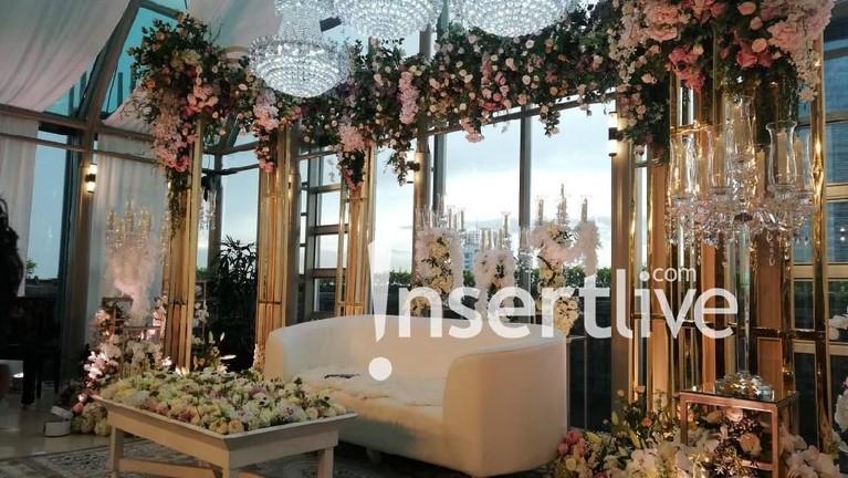 Dekorasi mewah tempat Syahrini dan Reino Barack menggelar konferensi pers.
