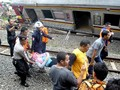 Kemhub Pakai Crane dari Cirebon Evakuasi KRL Jakarta-Bogor