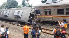 VIDEO: Dampak KRL Anjlok, Layanan Kereta Hanya Sampai Depok