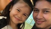 <p>Mohammad Ahsan kerap membagikan foto kegiatan anak pertamanya, Chayra Maritza Ahsan, di Instagram. So sweet ya! (Foto: Instagram @king.chayra)</p>