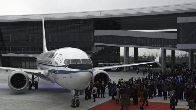 Maskapai China Eastern menuntut ganti ke Boeing atas kerugian akibat penagguhan terbang pesawat Boeing 737 Max saat puncak mudik dan balik libur Imlek.