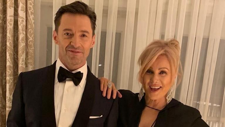 Hugh Jackman dan sang istri, Deborra Lee-Furness memiliki perbedaan usia 13 tahun. Pasangan harmonis itu menikah pada 1996, dan mengadopsi dua orang anak.