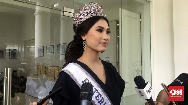 Jokowi bertemu dengan Yayasan Putri Indonesia dan Miss Universe 2018 di Istana Bogor. Jokowi mewacanakan ada menteri berusia di bawah 25 tahun.