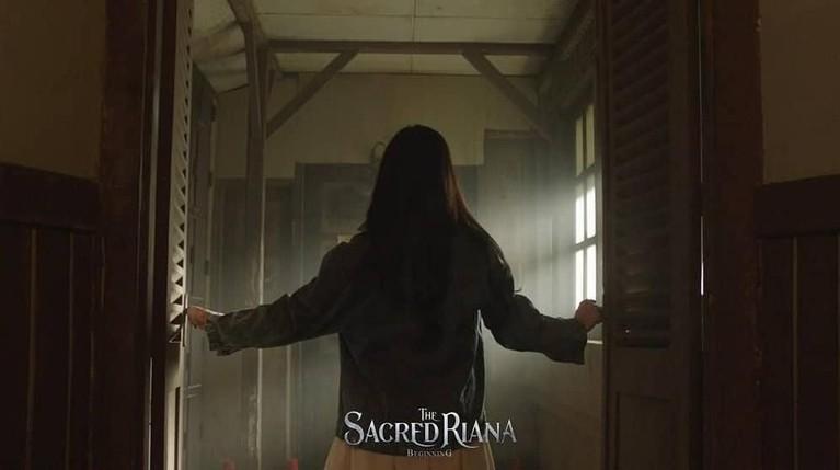 Saat melakukan proses syuting kerap terjadi hal-hal mistis. Seperti terciumnya wewangian di ruangan khusus Riana.