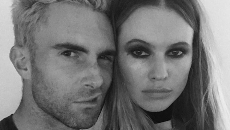 Terpaut 10 tahun, vokalis Maroon 5, Adam Levine, menikahi Behati Prinsloo pada 2014 di Los Cabos, Meksiko. Saat itu Levine berusia 34 tahun dan Behati yang menginjak 24 tahun.