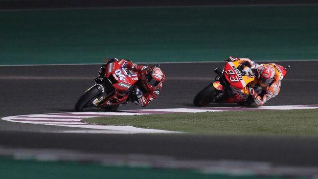 Pebalap Ducati Andrea Dovizioso sempat melebar dua lap jelang finis namun tetap mampu finis terdepan dengan mengalahkan Marc Marquez di MotoGP Qatar 2019.