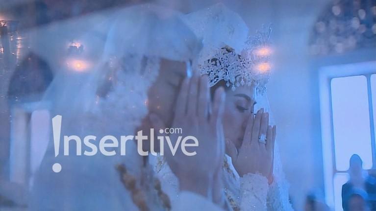 Ijab kabul berjalan dengan lancar, keduanya pun bisa bernafas lega dan mengucap syukur dengan membacakan doa.