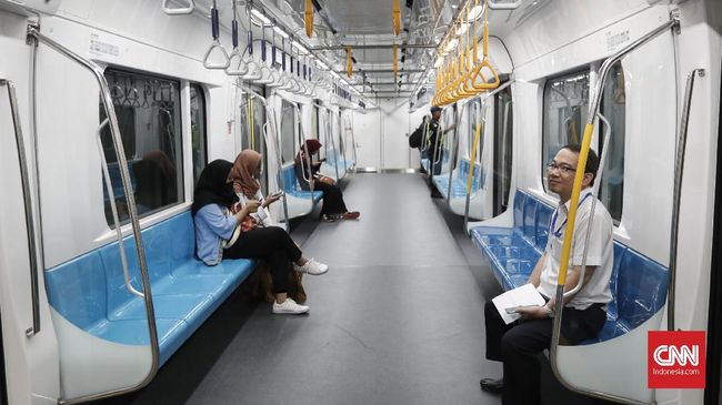 Menkominfo Rudiantara berharap pelanggan MRT nantinya tidak hanya bisa mengakses jaringan Telkomsel saat menggunakan layanan kereta tersebut.