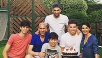 <p>Momen ulang tahun putra kedua, Luca Zidane, yang ke-19. So sweet ya, Bun? (Foto: Instagram @luca)</p>