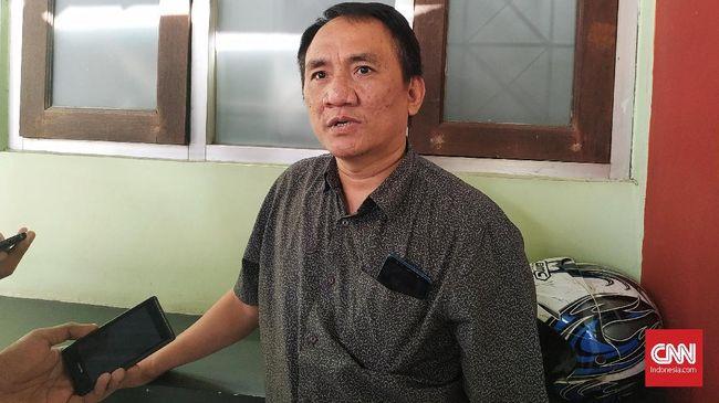 Wasekjen Partai Demokrat Andi Arief menyebut partainya ingin menyelamatkan Prabowo dari perangkap sesat yang meyakinkannya meraih kemenangan dalam Pilpres 2019