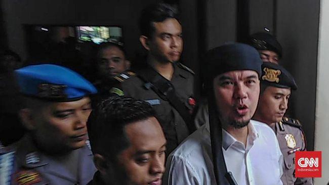 Musisi Ahmad Dhani Prasetyo mengaku mendapat banyak hambatan dalam pencalegannya di Pemilu 2019.