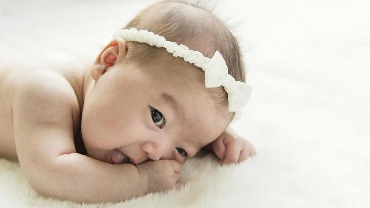 Bunda, ingin anaknya kelak tumbuh jadi perempuan hebat? Simak yuk, arti nama bermakna hebat berikut ini.